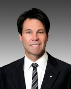 Photo of Dr. Eric Hoskins Minister of Health and Long-Term Care